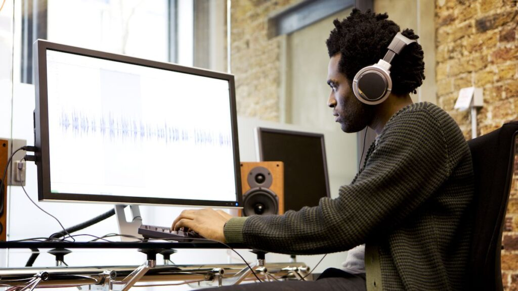 check-screen-size-before-buying-music-production-laptop